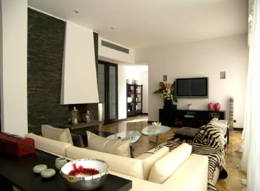 1° floor apt - living room tv