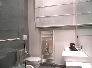 beside apt on 2 floor - bathroom 1