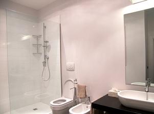 beside apt on 2 floor - bathroom 2