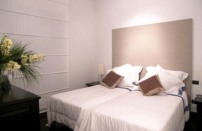 beside apt on 2 floor - bdroom 1