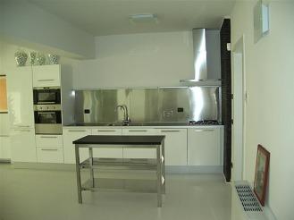 villa_kitchen2